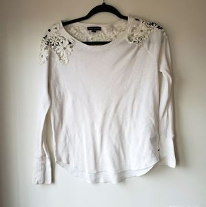 Thermal long sleeve with lace appliques